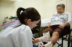 """""""Os médicos cubanos examinam, põem a mão na gente; os outros às vezes nem olham no nosso rosto"""""""