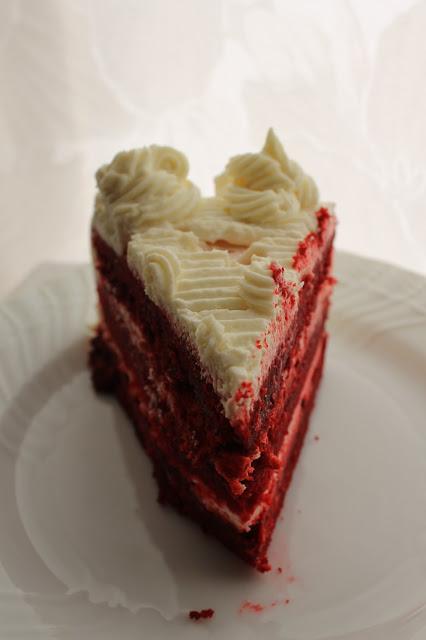 red velvet cake con crema al cioccolato bianco