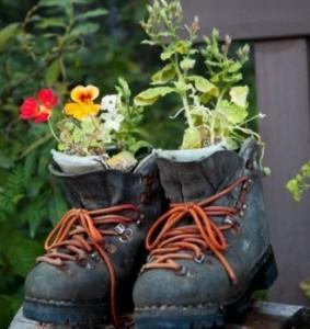 Maceteros reciclados zapatos plantas - Macetas originales para plantas ...
