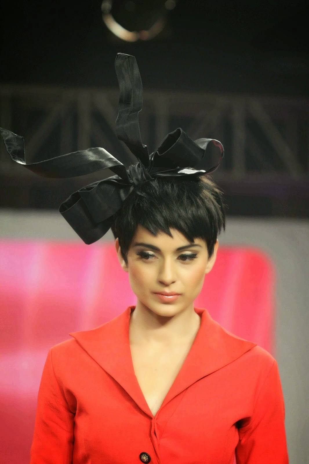 Kangana Ranaut Looks Smoking Hot On The Ramp At Birla Cellulose 'LIVA' Brand Launch