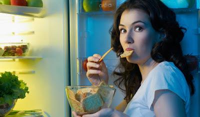 5 Macam Bahaya Yang Muncul Akibat Makan Sebelum Tidur