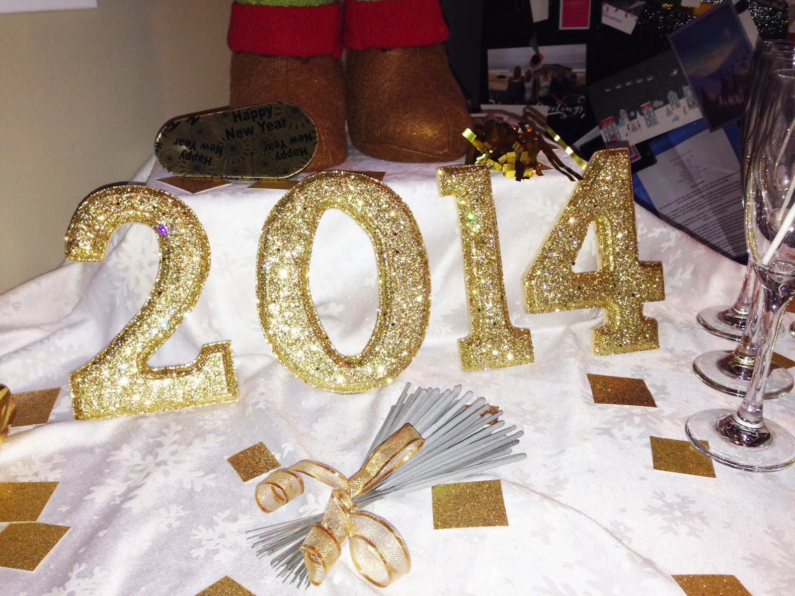 DIY New Years Eve table decorations | Choosing Happy Blog
