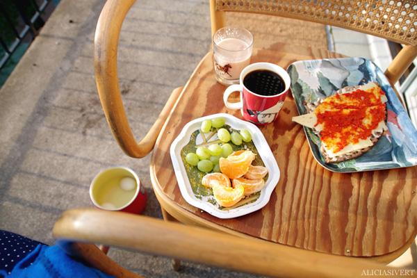 aliciasivert, alicia sivertsson, balkong, balcony, gryning, dawn, soluppgång, frukost, breakfast, coffee, kaffe