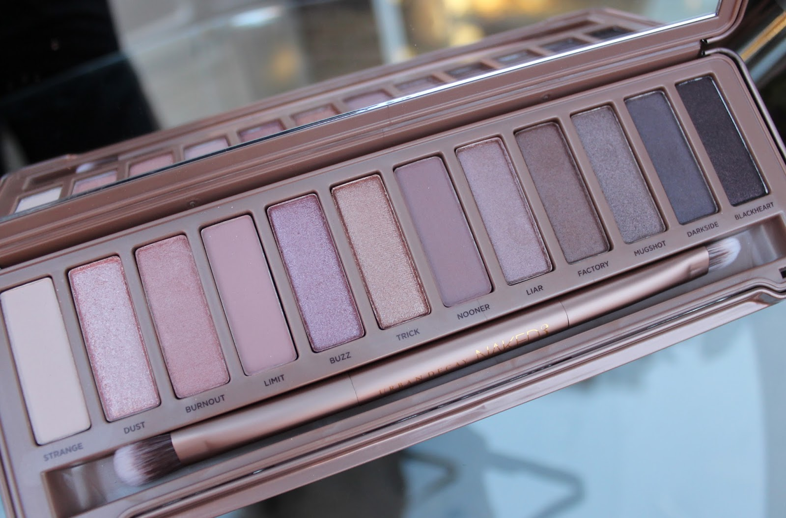 review urban decay naked 3 palette through chelsea 39 s eyes. Black Bedroom Furniture Sets. Home Design Ideas