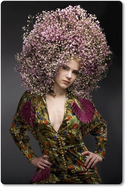 hårdekoration med blommor