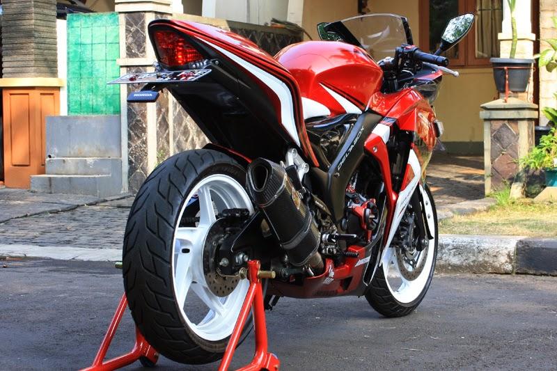 Modifikasi Honda CBR250R Jadi Lebih Seksi (The Sexy Red)