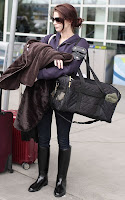 ashley-greene-confussed-at-Vancouver-International-Airport2.jpg