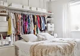Aprovechar el espacio detrás de la cama para hacer un vestido