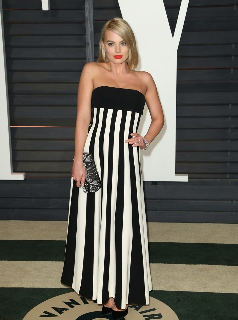 Just look at those fresh face and watching to that fantastic style.  The Canadian beauty looked gorgeous in an Christian Dior gown as she went to the 2015 Vanity Fair Oscar Party in Beverly Hills on Sunday, February 22, 2015.