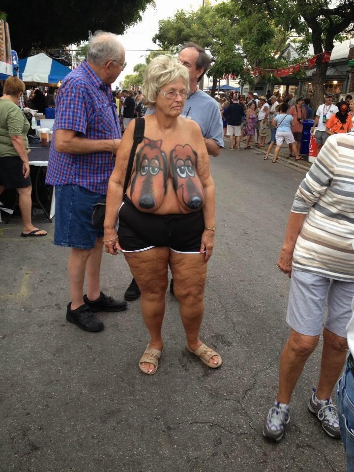 mujeres con las tetas caidas: