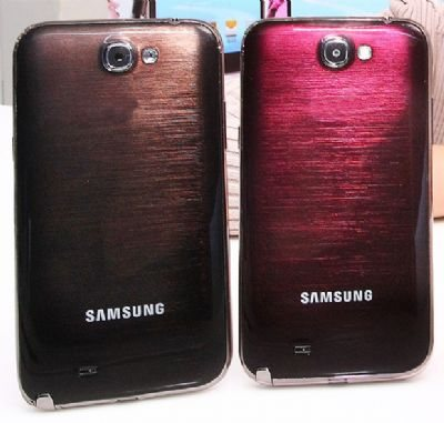 Amber Brown e Ruby Wine sono i due nuovi colori disponibili per lo smartphone android Galaxy Note 2 di Samsung