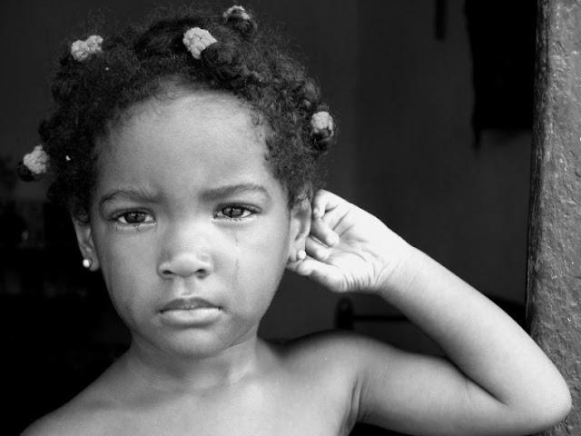 La Niña de los ojos tristes