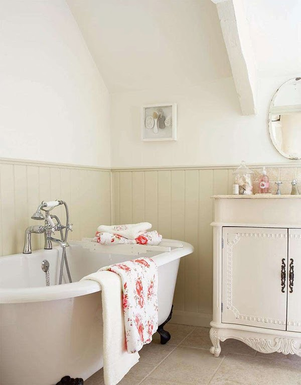 Country cottage bathroom with a claw foot bath tub