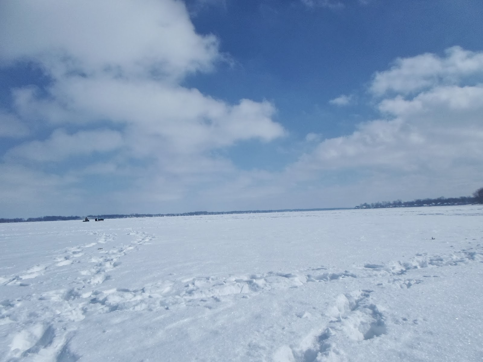 The adventures of valparaiso gal wawasee ice fishing tourney for Fishing lake michigan