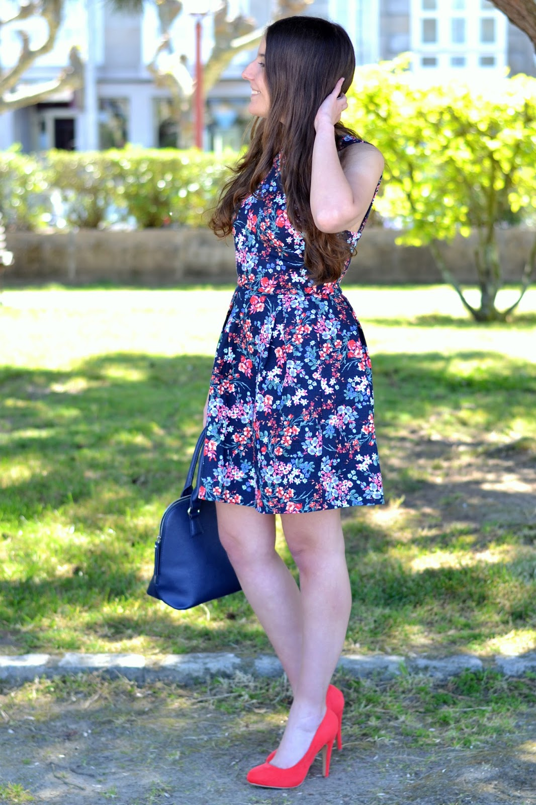 spring outfits, stradivarius floral print, marypaz coral heels