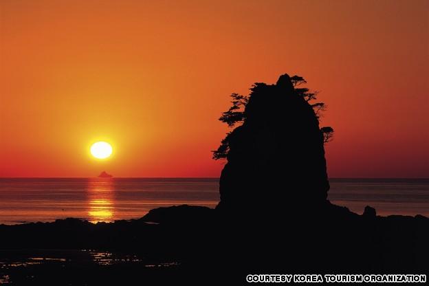 Ggotji Beach (꽃지 해수욕장)