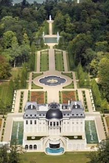 http://bfmbusiness.bfmtv.com/votre-argent/la-mysterieuse-vente-du-chateau-francais-le-plus-cher-du-mondebr-937525.html