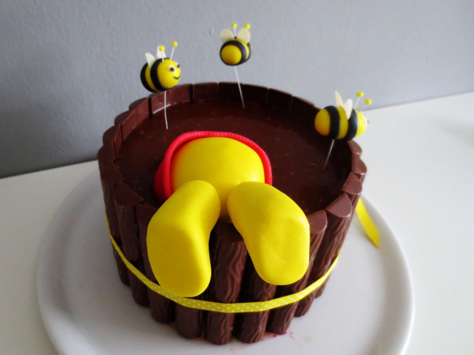 Pooh im honigtopf torte mit windbeutelf llung - Winnie pooh kuchen deko ...