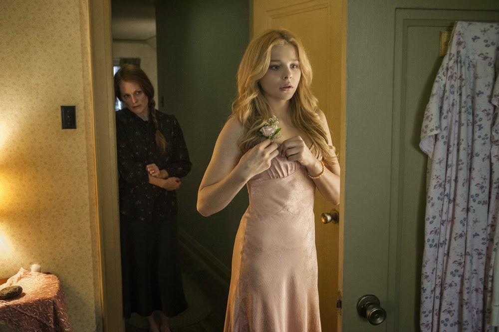 Chloe Grace Moretz and Julianne Moore in Carrie (2013)