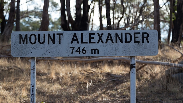 summit sign for mount alexander