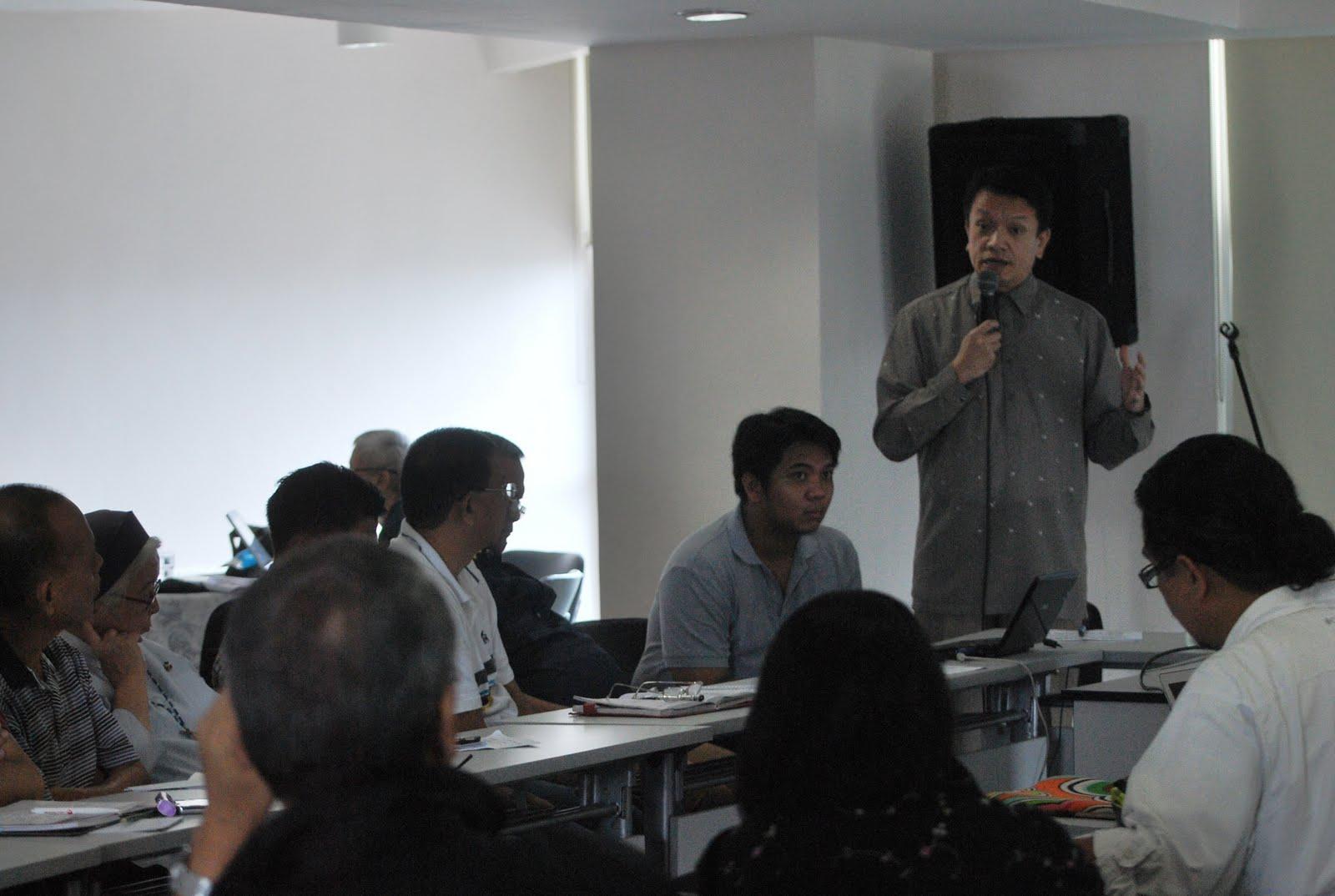 http://3.bp.blogspot.com/-XDJ_xGcIp5o/TkOwYHmF9fI/AAAAAAAAJLA/7qZklrTygTg/s1600/CSO+representatives+listens+to+Panel+Chair+Alexander+Padilla+during+a+meeting+Quezon+City2.JPG