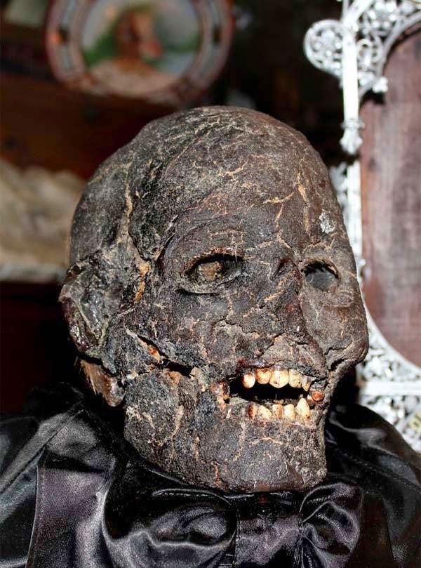 bukti-peninggalan-sejarah-paling-mengerikan-di-dunia-sebuah-kepala-mumi
