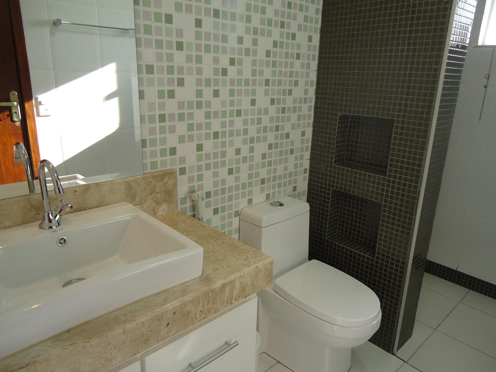 Arquiteta Bianca Monteiro Pastilhas e vidro nos banheiros -> Banheiro Decorado Com Pastilhas Marrom