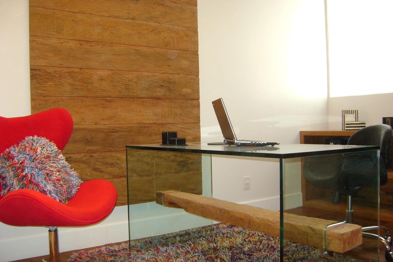 do painel em madeira de demolição e da viga usada na mesa de vidro #B3181C 1600x1067