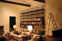 DIY Pipe and Wood Bookshelf