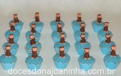 Mini cupcakes decorados com modelagem de São Francisco de Assis