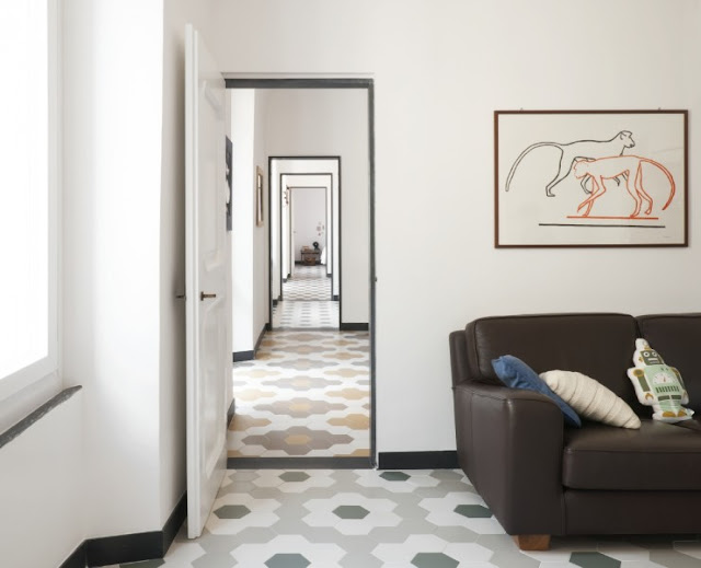 {Interiors} Hexagonal floor tiles for an Italian apartment by Groopo