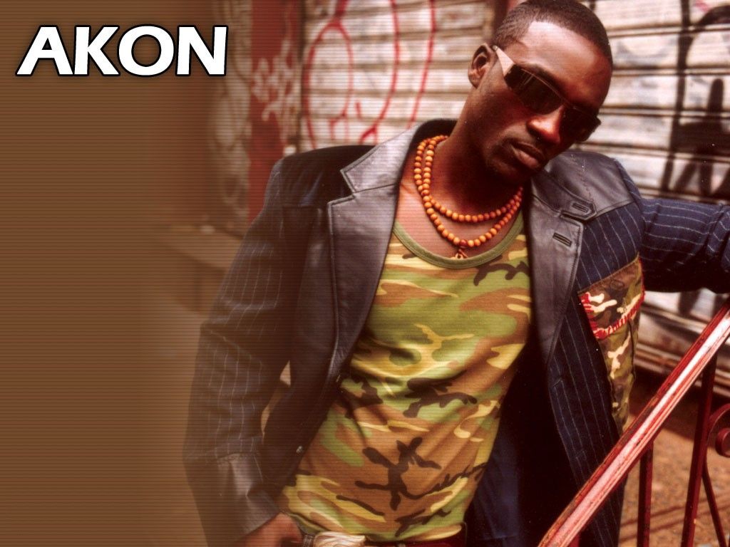 R dios que tocam Akon