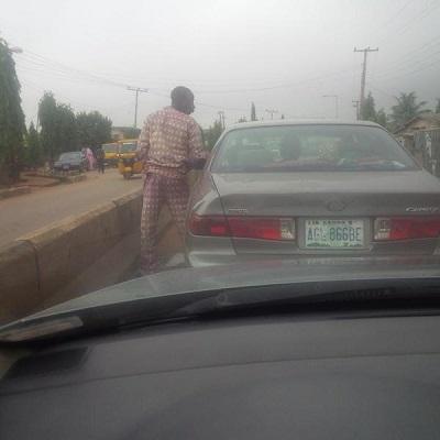 driver urinating abule egba lagos
