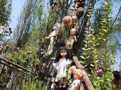 Pulau boneka yang menyeramkan : La Isla de la Muñecas