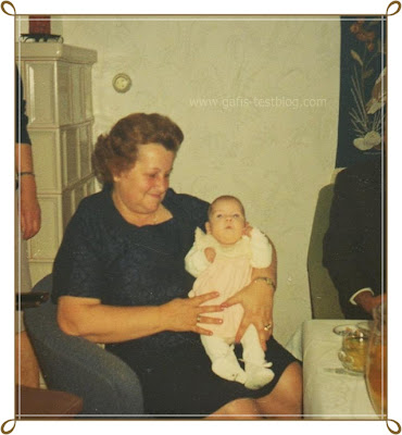 Oma Paula mit Baby Gabi