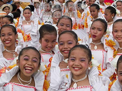 a study of the population of the filipino people The people of the philippines enjoy watching professional basketball played by american professional teams and teams in filipino professional leagues basketball courts are the only sport-site found in every barangay and school.