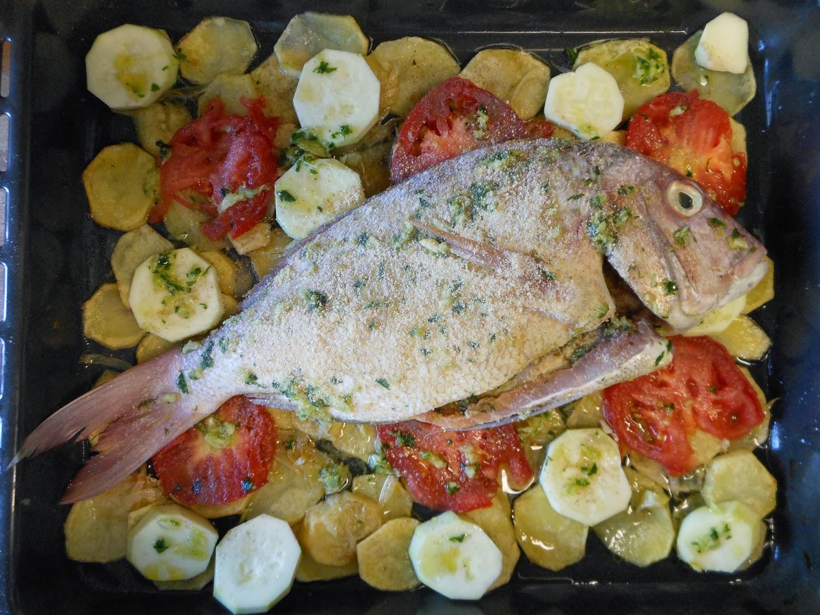 Bocinegro al horno con patatas y verduras cocinar con - Cocinar verduras al horno ...