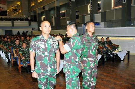 615 Perwira TNI Ikuti Apel Komandan Satuan TNI di Surabaya