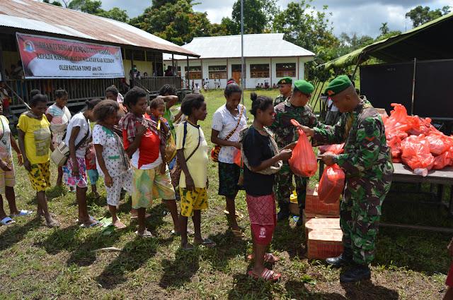 TNI Gelar Pengobatan Massal Hari Natal di Papua