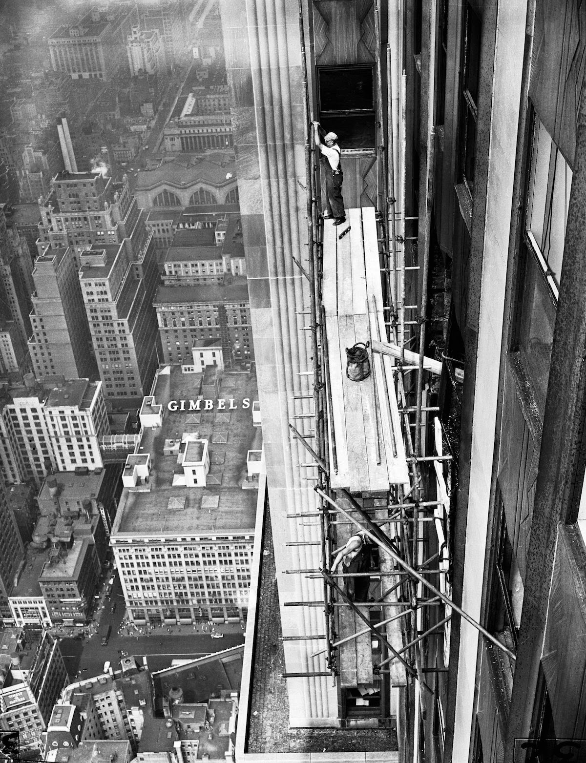 1930  Erected ...B 52 Crash Empire State Building