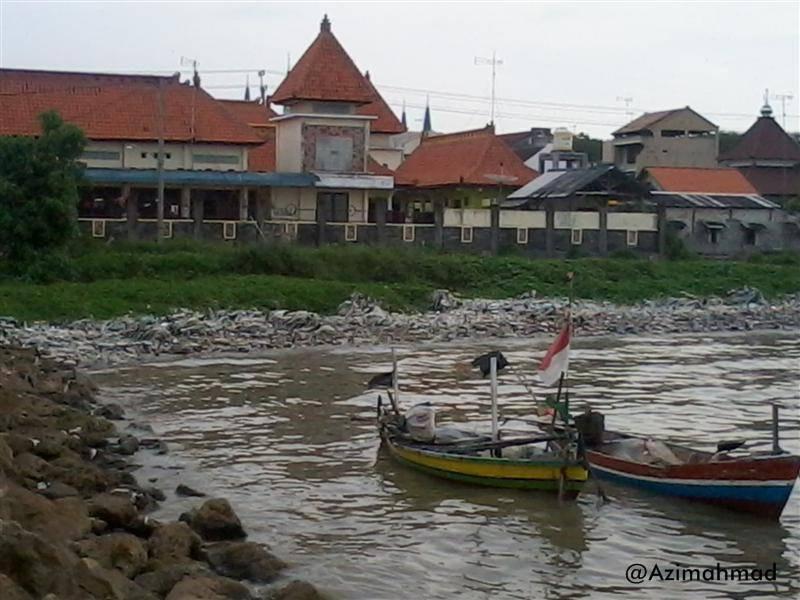 Wisata Pantai Boom yang penuh sampah, Sampah di Pantai Boom Tuban.