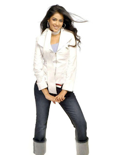 Fashionable Genelia in Different Kinds of Dresses, Tollywood Fashion Update