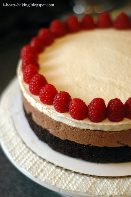 Cake With Chocolate Mousse : i heart baking!: triple chocolate mousse cake with raspberries