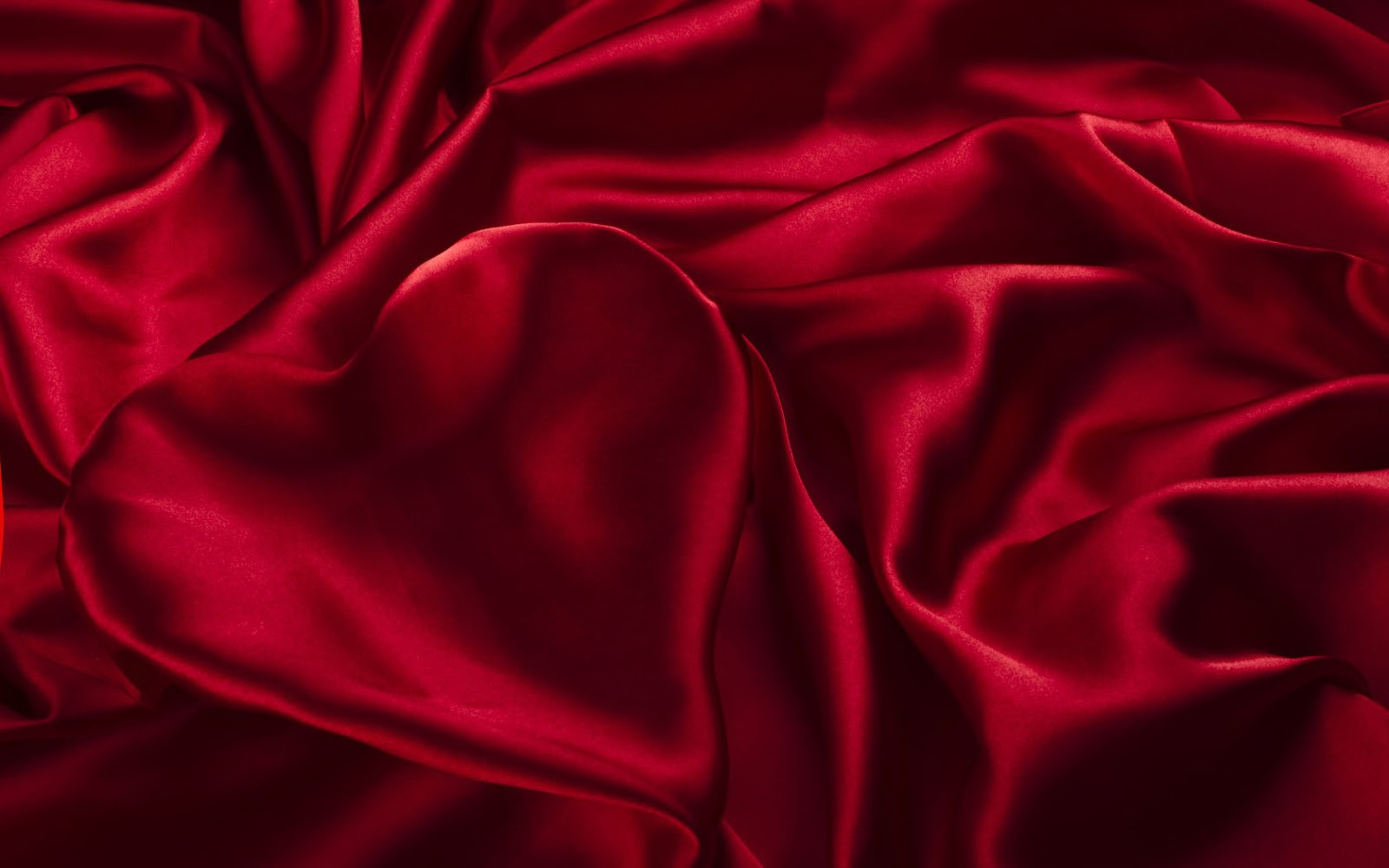 http://3.bp.blogspot.com/-XG3QUkUZAPM/UQkPGJkIJgI/AAAAAAAAMF0/P_dM9eswNcE/s1600/rode-achtergrond-van-een-satijn-stoffen-laken-met-een-rood-liefdes-hartje.jpg