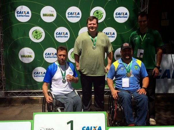 Geraldo Von Rosenthal (centro) vence a Pistola 25m na I Copa Brasil de Tiro Paradesportivo - Foto: CPB/ Divulgação