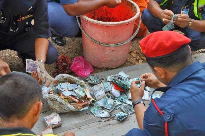 Bomba Padam Kebakaran Terjumpa Wang RM300 Ribu Dalam Baldi