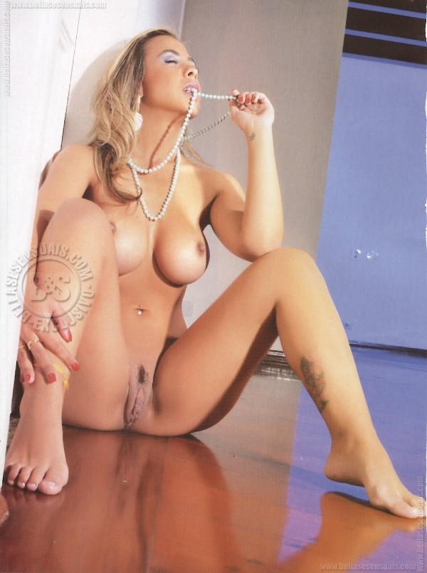 Gabriela Prado nua e pelada na Private