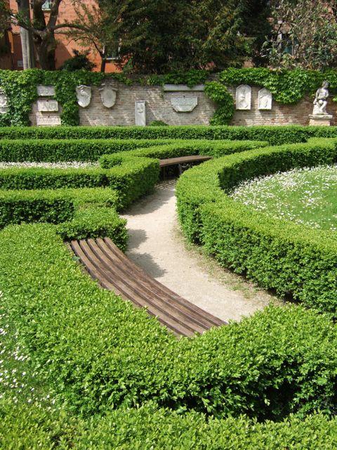 Venise c t jardin le jardin de ca 39 rezzonico for Ca vient du jardin