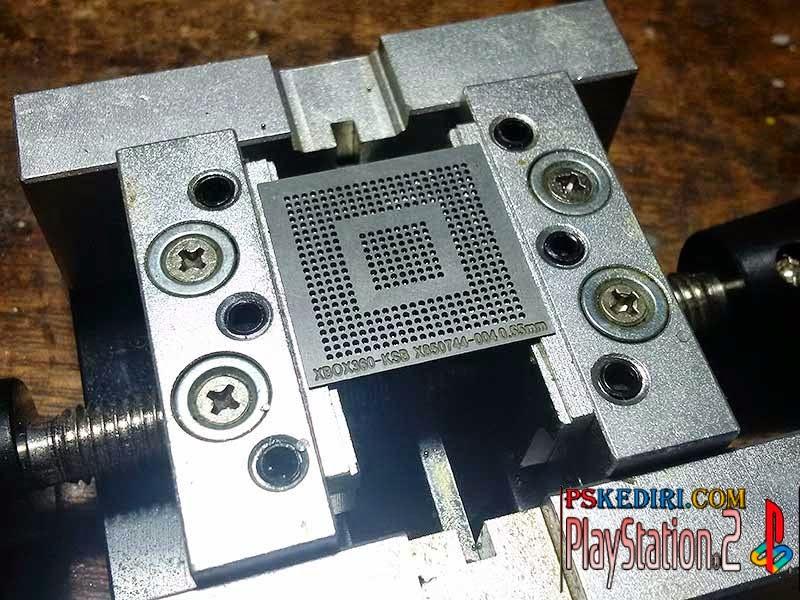 Chip diletakkan di sebuah alat yang dinamakan BGA Reball station