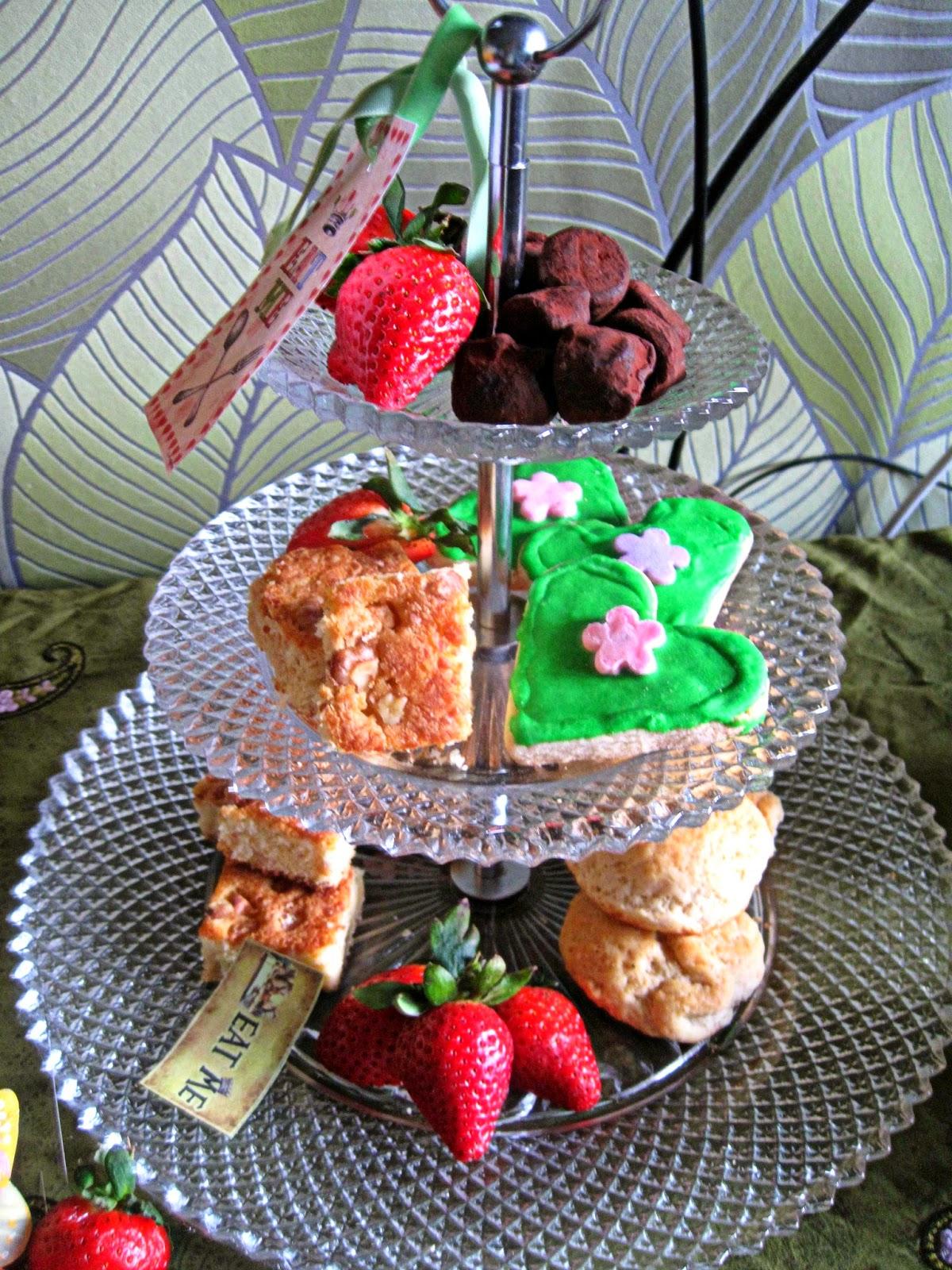 http://cupcakeluvs.blogspot.dk/2014/04/alice-in-wonderland-tea-party-kylling.html